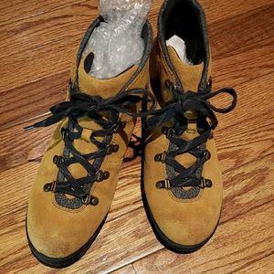 Clarks Hiking boot euc 9.5w